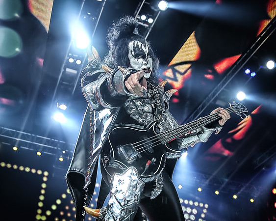Kiss @BMO Harris Bank Center