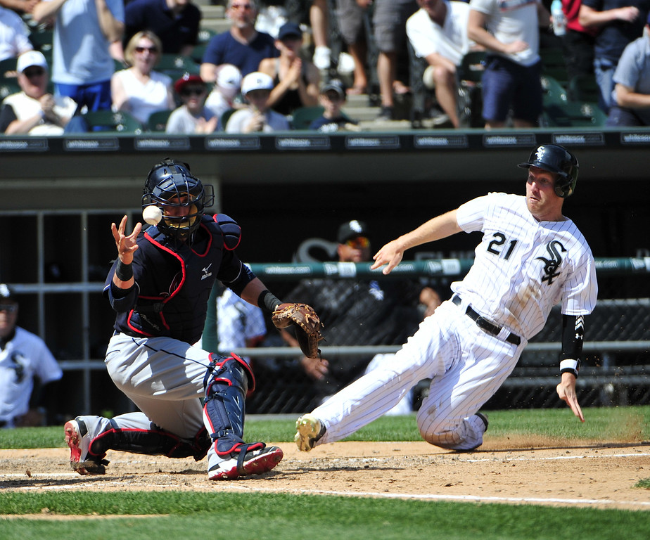 . Chicago White Sox\'s Todd Frazier (21) is safe at home as Cleveland Indians catcher Yan Gomes (10) takes the throw during the sixth inning of a baseball game, Wednesday, May 25, 2016, in Chicago. (AP Photo/David Banks)