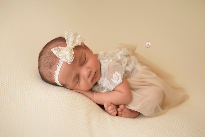 newborn-photographer-7753Eliana.jpg