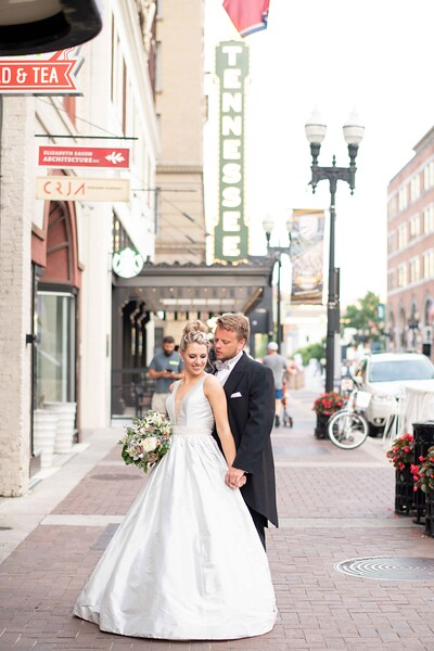 romantic-downtown-couple-photographer.jpg