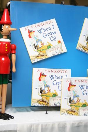 Weird Al at Whale of a Tale Bookshoppe 2011