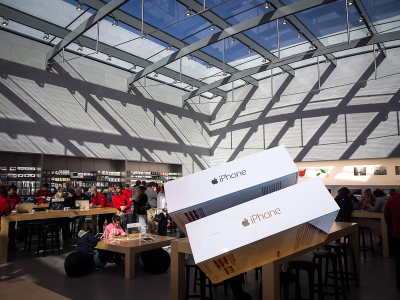 January 1 - iPhone Day at the Apple Store_ Santa Monica-1.jpg