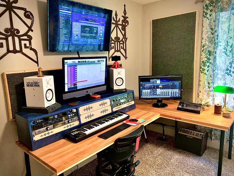 Desktop DR4UT (12U) | AudioRax Triple Bay Desktop Slant Studio Rack