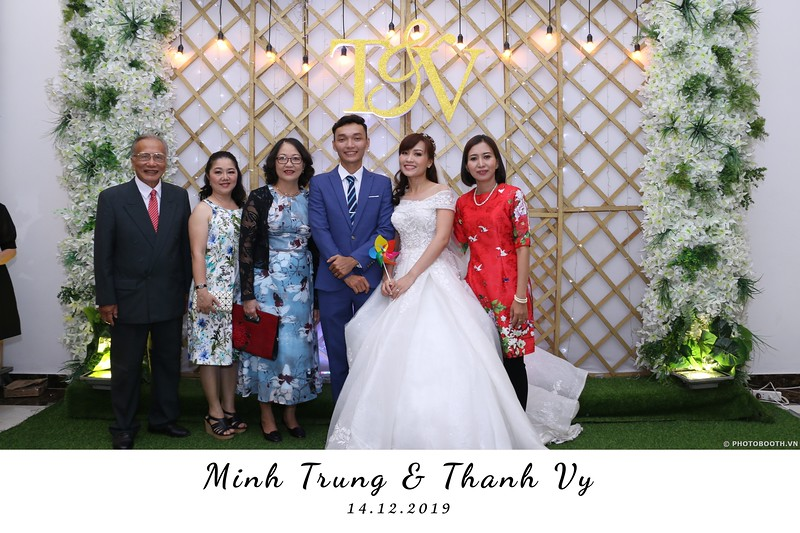 Trung-Vy-wedding-instant-print-photo-booth-Chup-anh-in-hinh-lay-lien-Tiec-cuoi-WefieBox-Photobooth-Vietnam-004.jpg