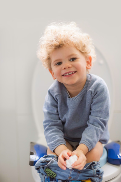 Potette_Toilet_Training_Seat_Lifestyle_Blue&Navy_Boy_Smiling.jpg