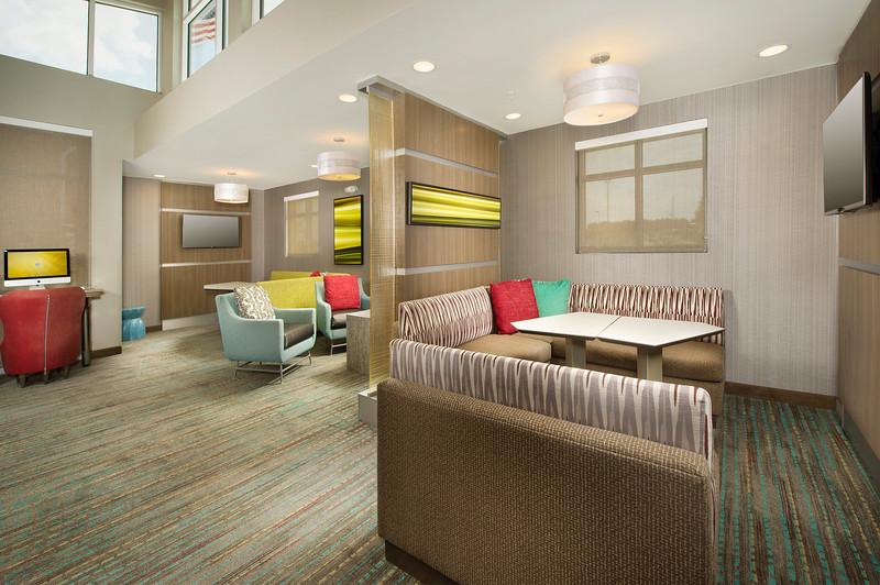 6 - Lobby - RI Texarkana.jpg