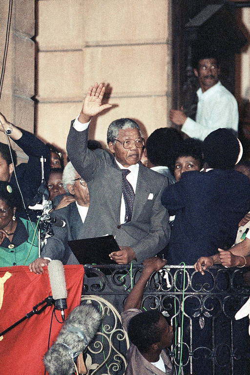 . ANC leader Nelson Mandela waves too thousands of his supporters on Sunday, February 11, 1990 in Cape Town during his address in freedom after spending 27 years in jail. (AP Photo)