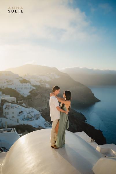 Santorini-photographer-Anna-Sulte-Photoshoot-greece-photo-session-sunrise-4.jpg