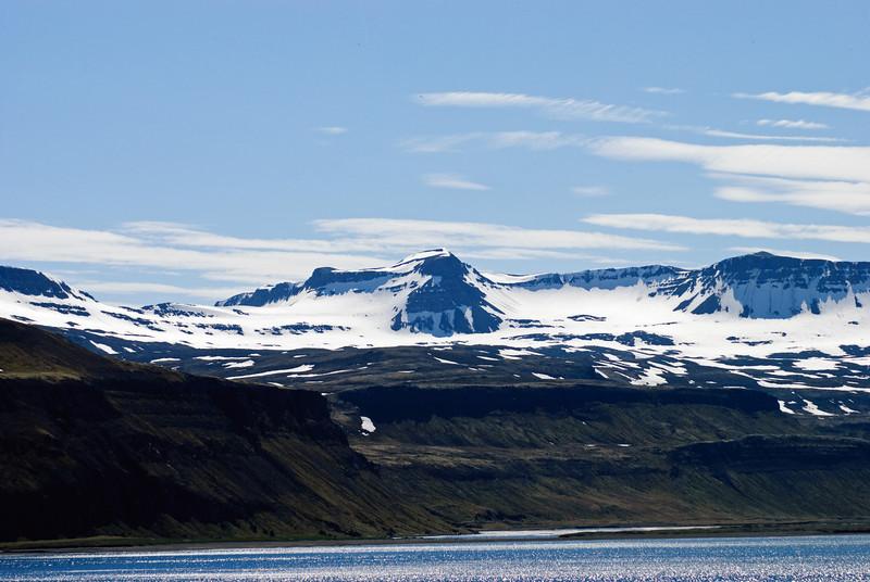 Breiðuskörð, Breiðuskarðahnúkur og Skarðsaxlir