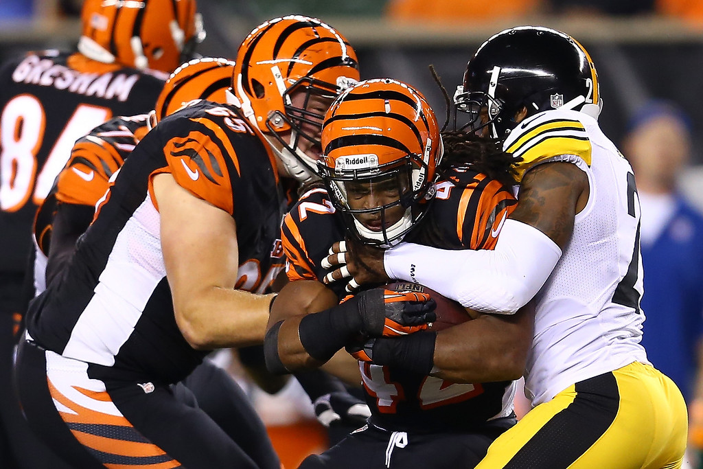 . Running back BenJarvus Green-Ellis #42 of the Cincinnati Bengals runs the ball against the Pittsburgh Steelers in the second quarter at Paul Brown Stadium on September 16, 2013 in Cincinnati, Ohio.  (Photo by Andy Lyons/Getty Images)