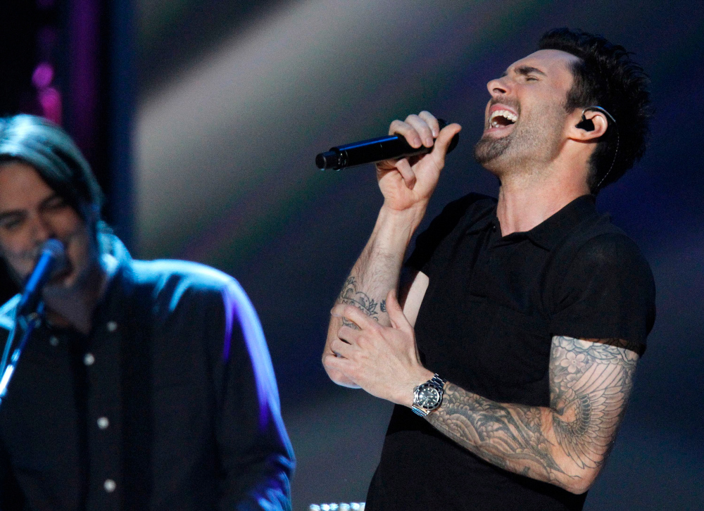 . Maroon 5 performs during the Grammy Nominations Concert in Nashville, Tennessee December 5, 2012.     REUTERS/Harrison McClary
