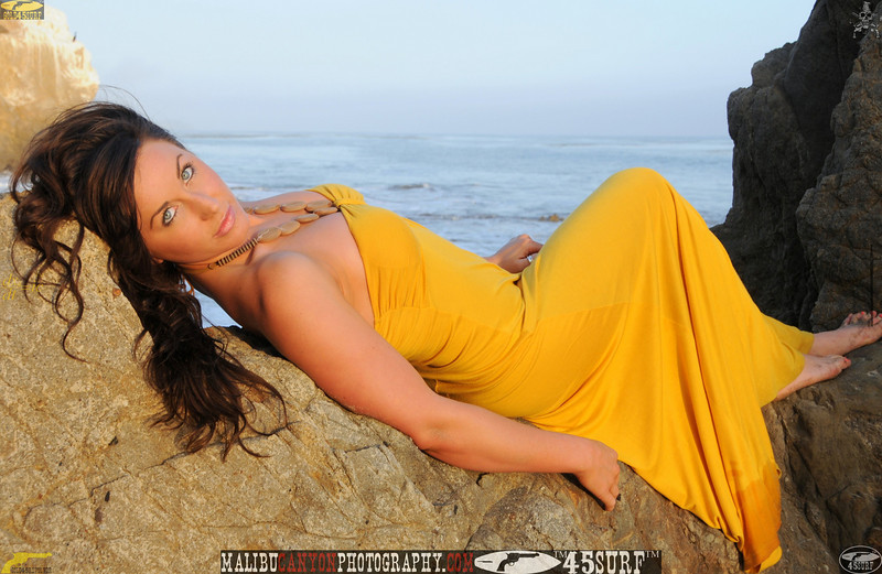 ,0,,,malibu swimsuit model matador 45surf beautiful woman 261.jpg