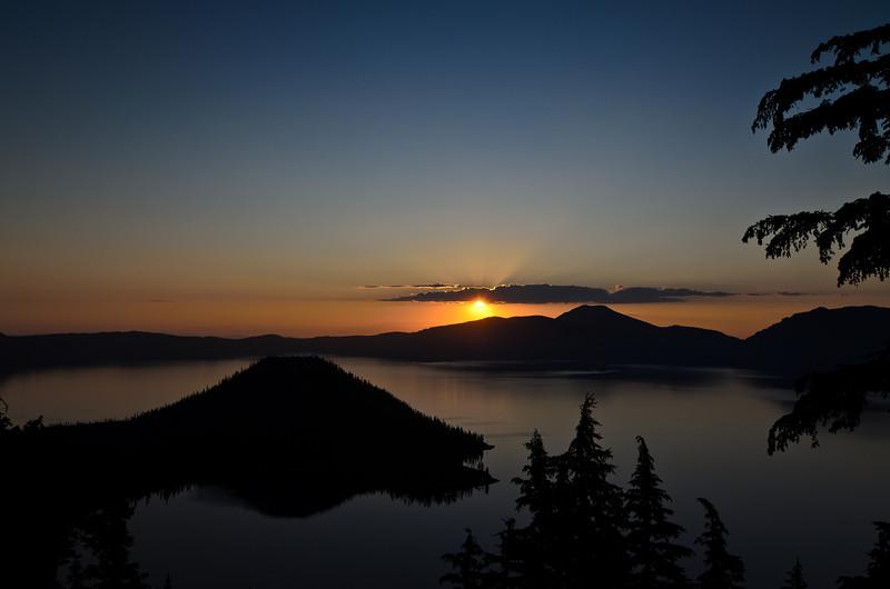 Crater Lake sunrise 1