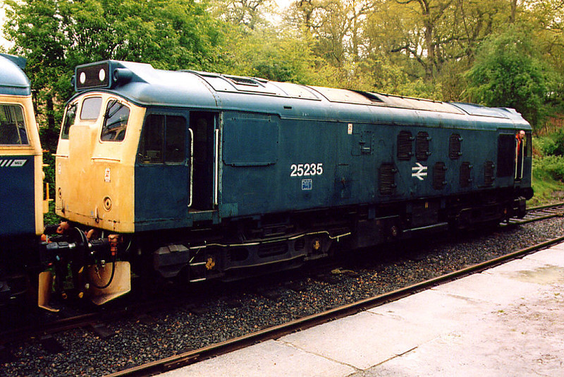 25235 at Birkill on the 4th May 2003