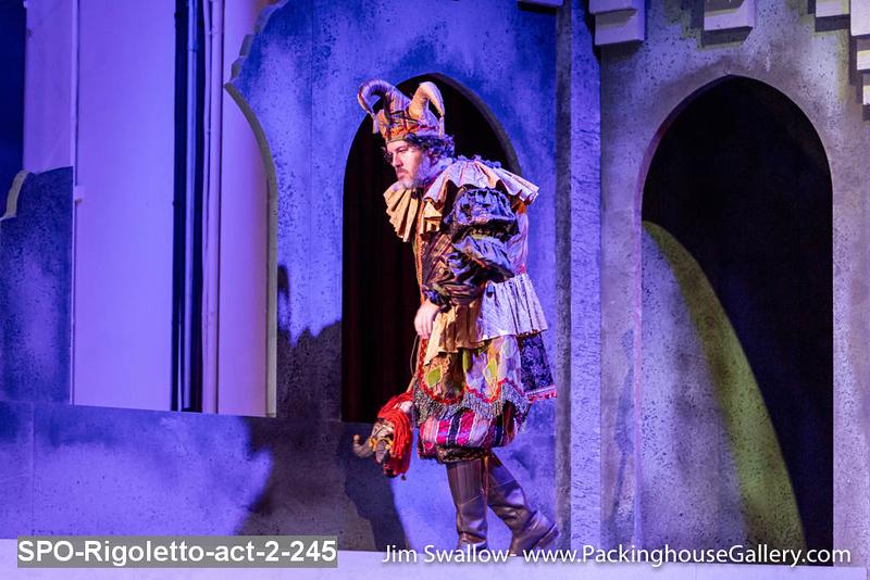 SPO-Rigoletto-act-2-245.jpg
