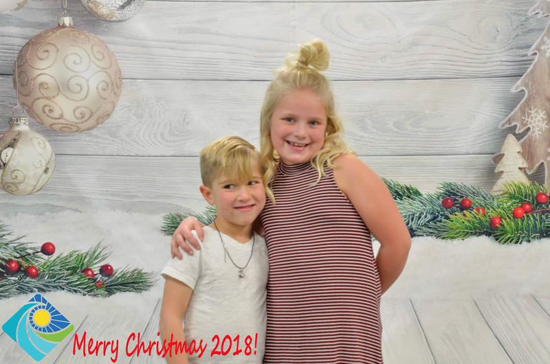Christmas Photobooth 2018-063_01.jpg
