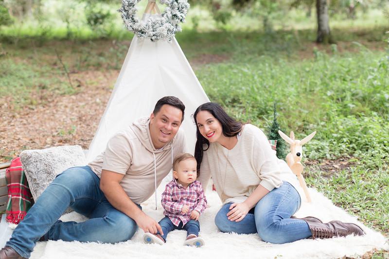Holiday Minis- Acosta Family-37.jpg