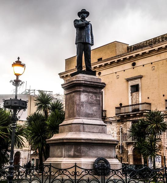 Matteo Renato Imbriani-Poerio in Piazza Plebiscito