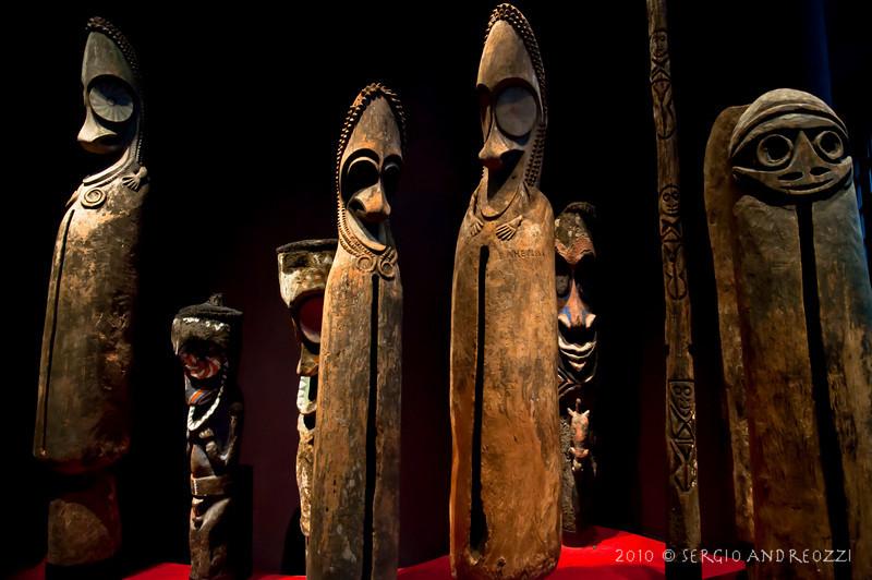 Sculptures in the Quai Branly Museum