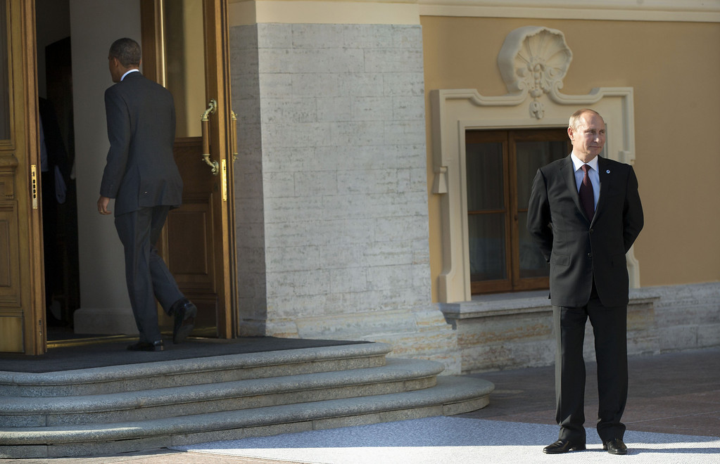 . President Barack Obama walks into Konstantin Palace in St. Petersburg, Russia, Thursday, Sept. 5, 2013, after being greeted by Russian President Vladimir Putin, right, during arrivals for the G-20 summit in St. Petersburg, Russia.  (AP Photo/Pablo Martinez Monsivais/Pool)
