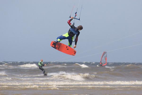 20050528 Kitesurfing Katwijk