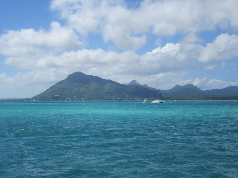 037_The West Coast. Sail the Dolphin Coast. We cruise the western lagoon.JPG