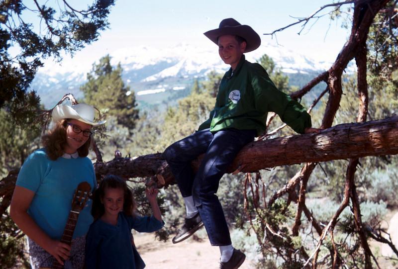 0196 - Jeannette, Mark, Linda (7-69).jpg