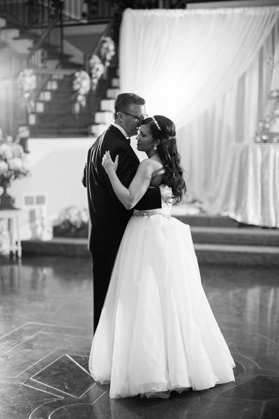0904_Josh+Lindsey_WeddingBW.jpg