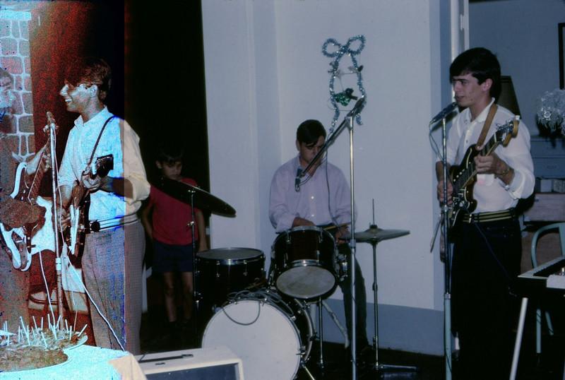Festa na casa do Dr. Santos David Dezembro 1967 Ze' To' Macedo Simoes, Carlos Aires marques e Vicky Martins