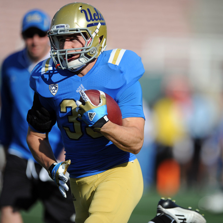 . UCLA running back Steven Manfro (33) during the football spring showcase college football game in the Rose Bowl on Saturday, April 27, 2013 in Pasadena, Calif.    (Keith Birmingham Pasadena Star-News)