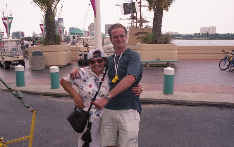 2001 08a - Mom visits Florida 014.jpg