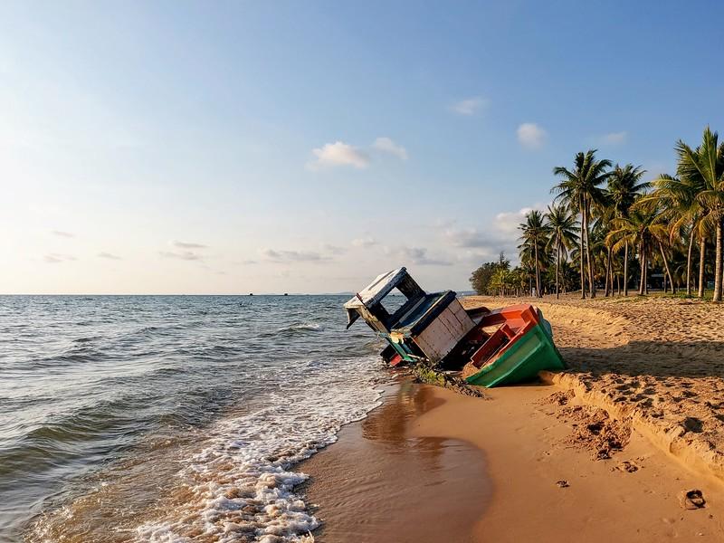 20210330_172705-beached-fishing-boat.jpg
