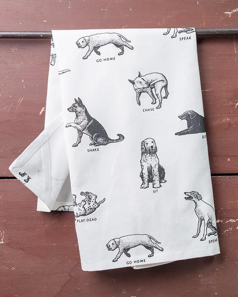 01-fishs-eddy-dish-towel-dogs_1050x.jpg