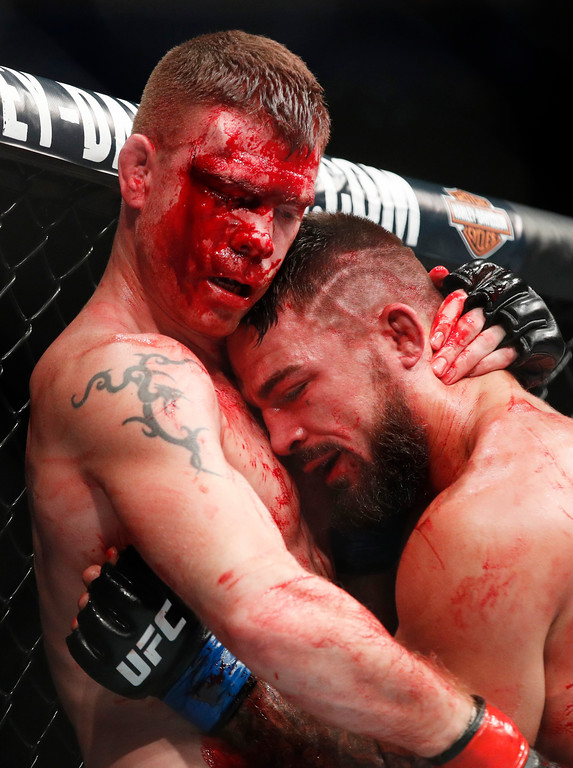 . Paul Felder, left, fights Mike Perry in a welterweight mixed martial arts bout at UFC 226, Saturday, July 7, 2018, in Las Vegas. (AP Photo/John Locher)