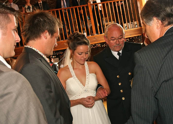A bride arriving with her dad for her wedding ceremony at Dairy Barns