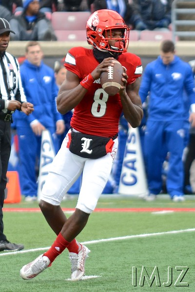 Heisman Trophy winner Lamar Jackson prepares for a long pass during the UofL - UK football game at Papa Johns' Cardinal Stadium. November 26th, 2016.