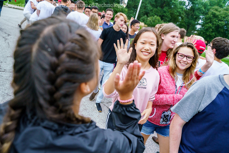 RHIT_Freshman_Orientation_2018_High_Five_Tunnel-0706.jpg