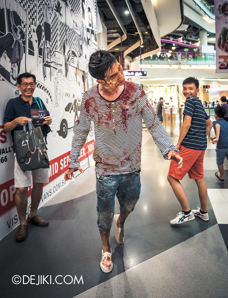 Universal Studios Singapore - Halloween Horror Nights 6 Before Dark Day Photo Report 2 - Roadshow 2 / poisoned teen walk