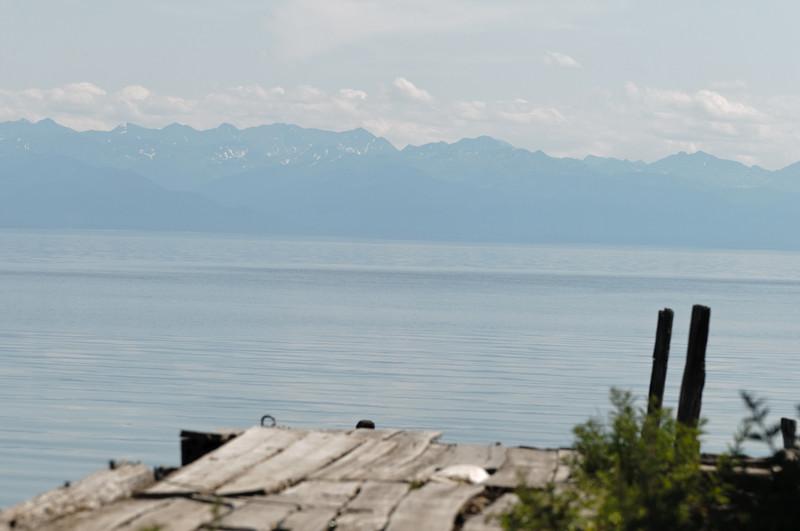 Das Wetter war heute etwas klarer, so dass man die Berge am anderen Ufer sehen konnte.