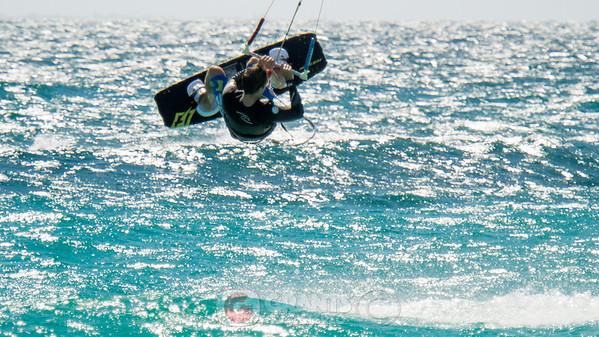 Kite and Windsurfing Leighton Beach 28122014