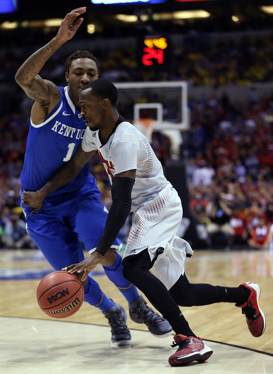 . Russ Smith #2 of the Louisville Cardinals drives to the basket against James Young #1 of the Kentucky Wildcats during the regional semifinal of the 2014 NCAA Men\'s Basketball Tournament at Lucas Oil Stadium on March 28, 2014 in Indianapolis, Indiana.  (Photo by Jonathan Daniel/Getty Images)
