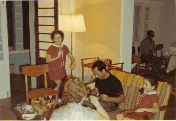 Clarisse e Debora' Medina e genro do Valente, Macedo Simões ao fundo