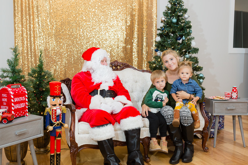 FADS Picture with Santa-346.jpg