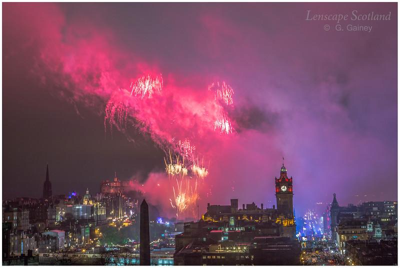 Fireworks over Edinburgh Castle from Calton Hill (21)
