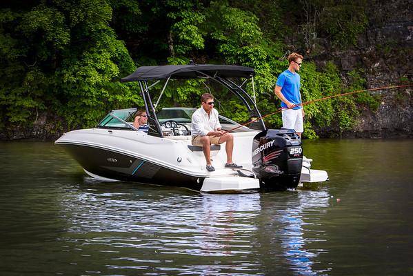 220 Sundeck Outboard