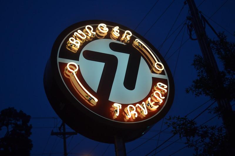 038-burger-tavern-77_14589900254_o.jpg
