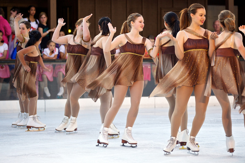 Skating  10058.jpg