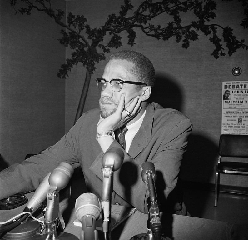 ". Black Muslim leader Malcolm X speaks during a press conference in Chicago, May 22, 1964.  He said the frustration of African Americans ""is building up toward open conflict that can lead to guerrilla-type warfare between whites and Negroes."" (AP Photo/Edward Kitch)"