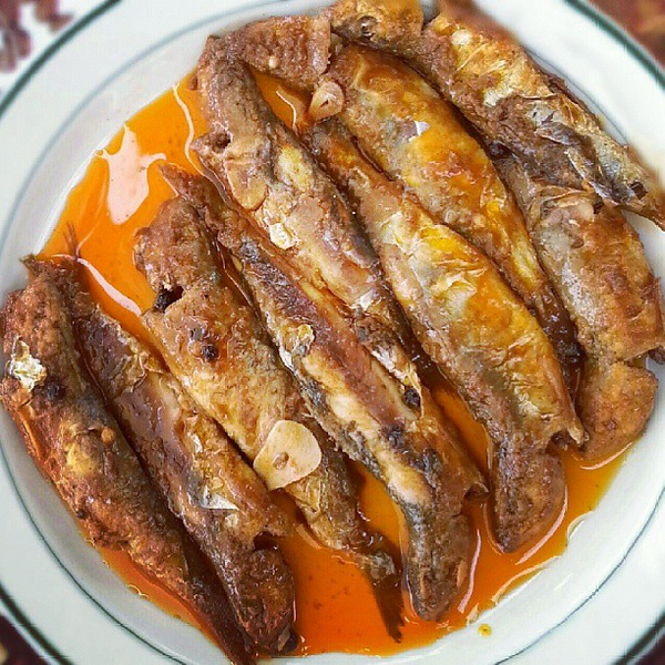 lunch-with-fishermen-incostabrava-includes-my-new-favourite-catalan-dish---sardines-escabetxades-sardines-are-marinated-in-red-pepper-and-wine-vinegar-for-24-hours-and-while-the-recipe-is-so-simple-the-taste-is-amazing_9984007856_o.jpg