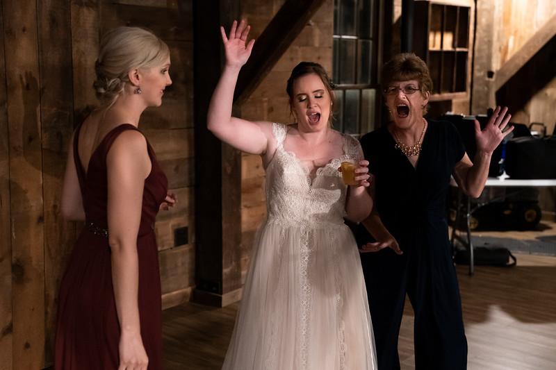 rustic_ohio__fall_barn_wedding-447.jpg